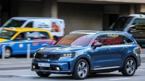 2021 Kia Sorento caught ahead of its debut during a commercial shoot