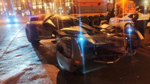 Insane replica Batmobile towed from central Moscow
