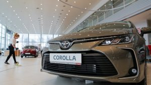 Coronavirus forces car dealers to court online buyers