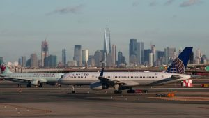 Airlines meet with Biden officials to push for green-fuel breaks